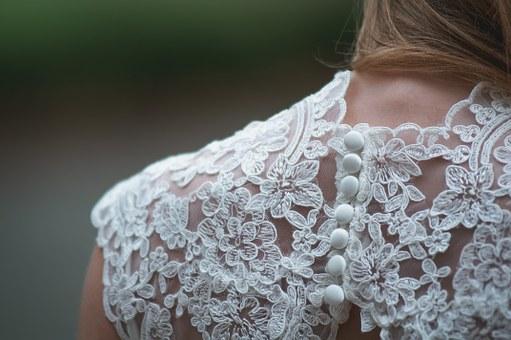 sukienki koronkowe z krótkim rękawem